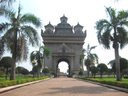 laos-destination-vte_arc-de-triumph.jpg